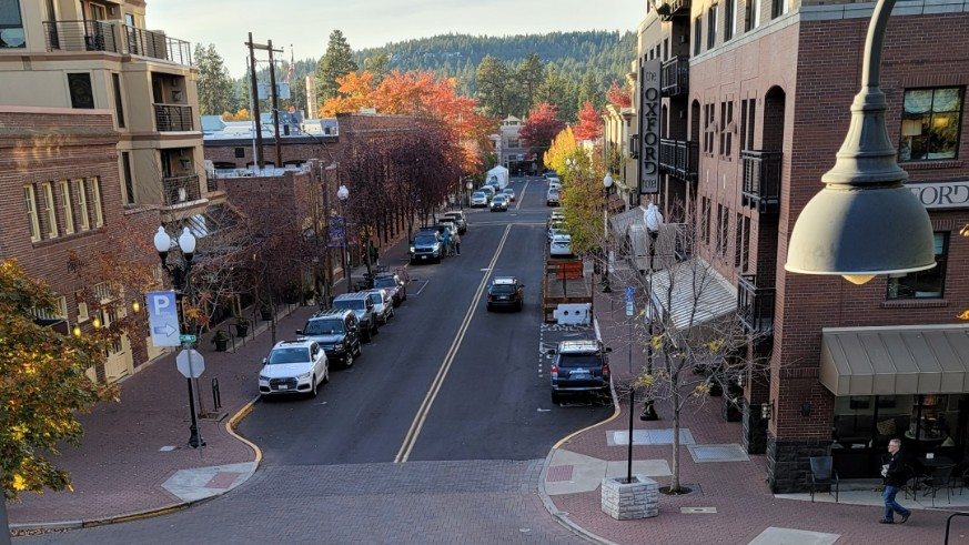 Central Oregon Motorcycle Rides Start in Bend